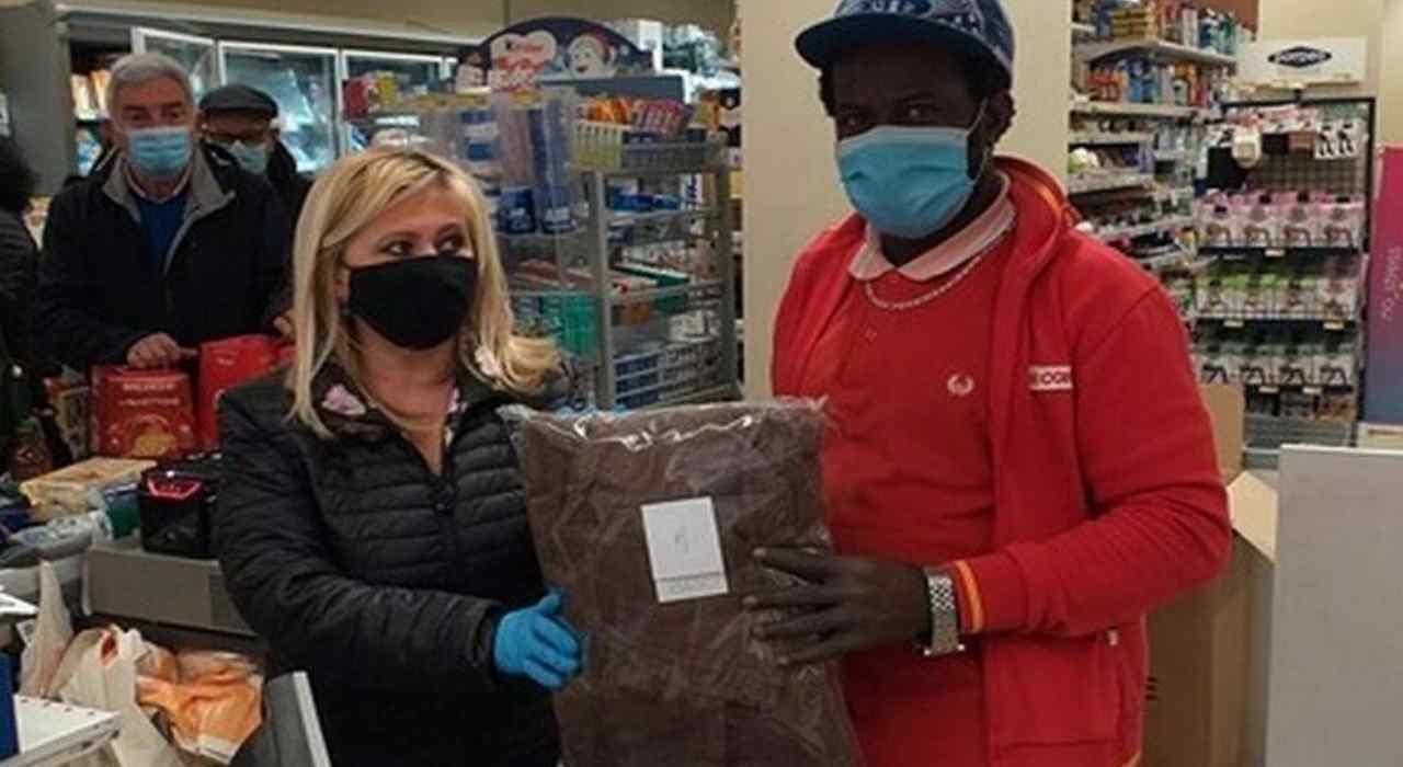 migrante assunto supermercato