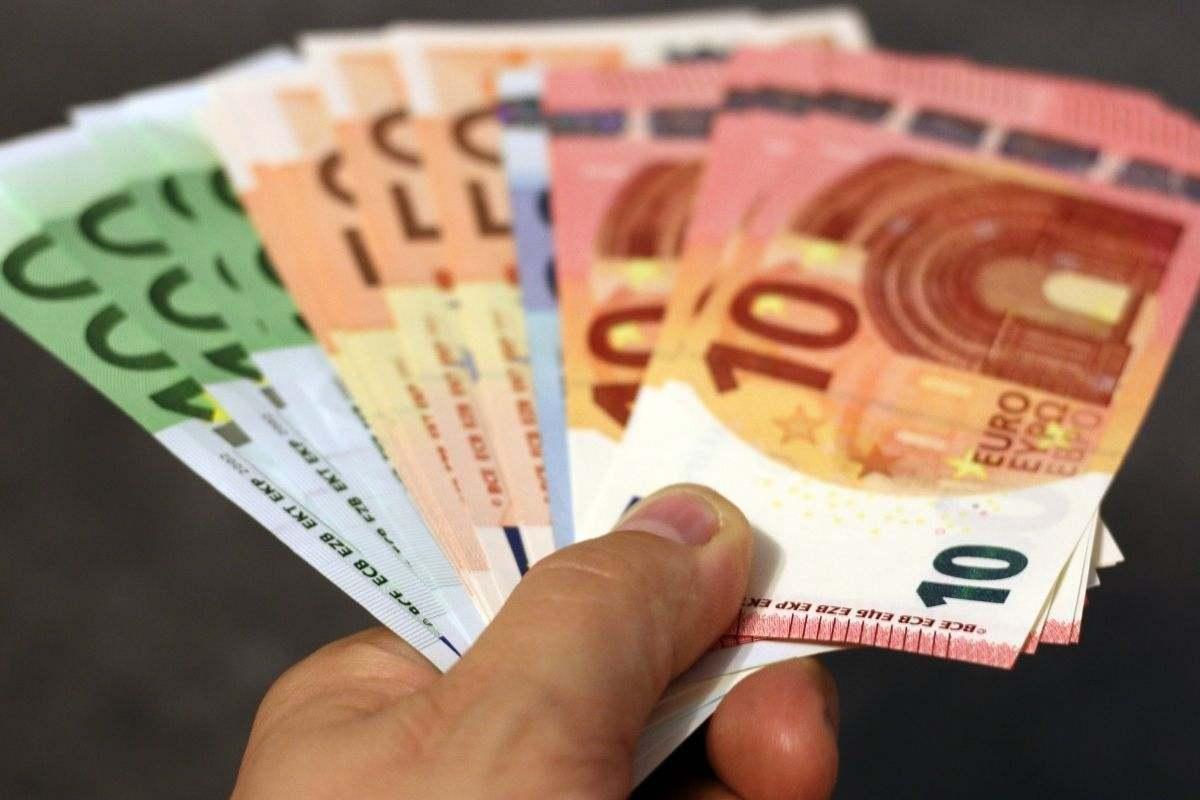 banconota soldi tanti