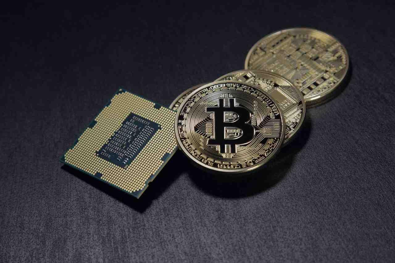 Bitcoin, previsioni da paura: obiettivo 90mila dollari in un anno