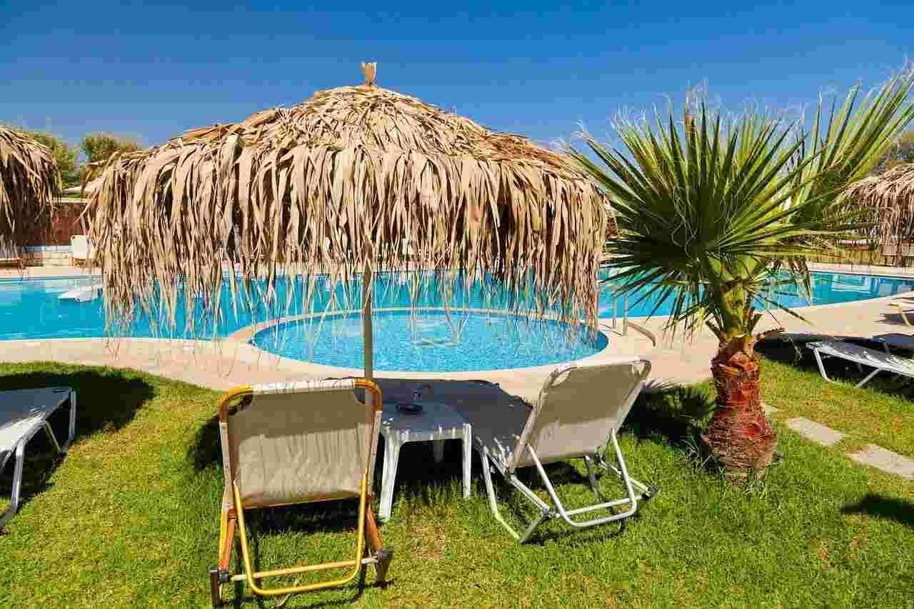 Napoli: scoperto il truffatore delle piscine che agiva online