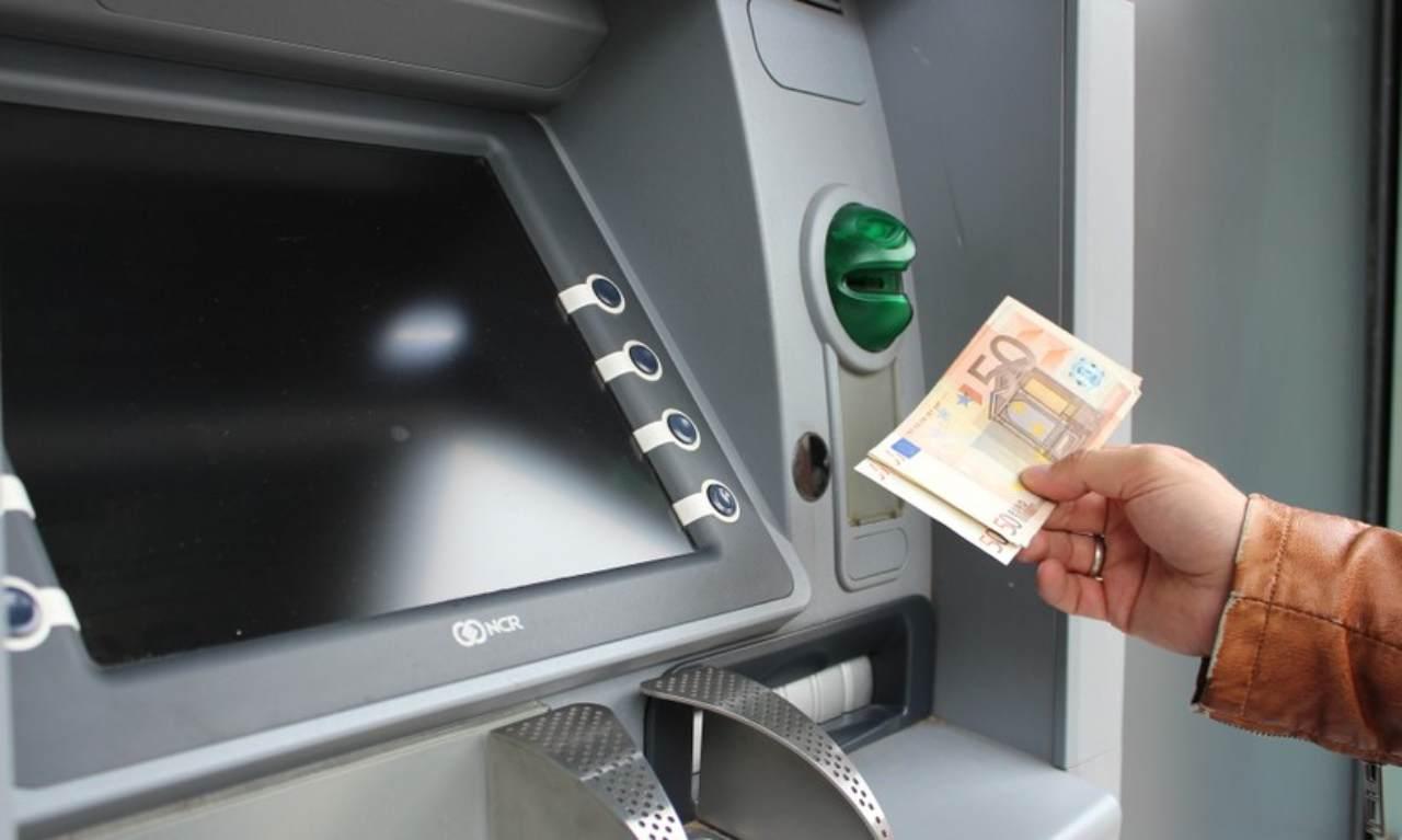 Prelievo bancomat: in che modo combattere gli aumenti imminenti
