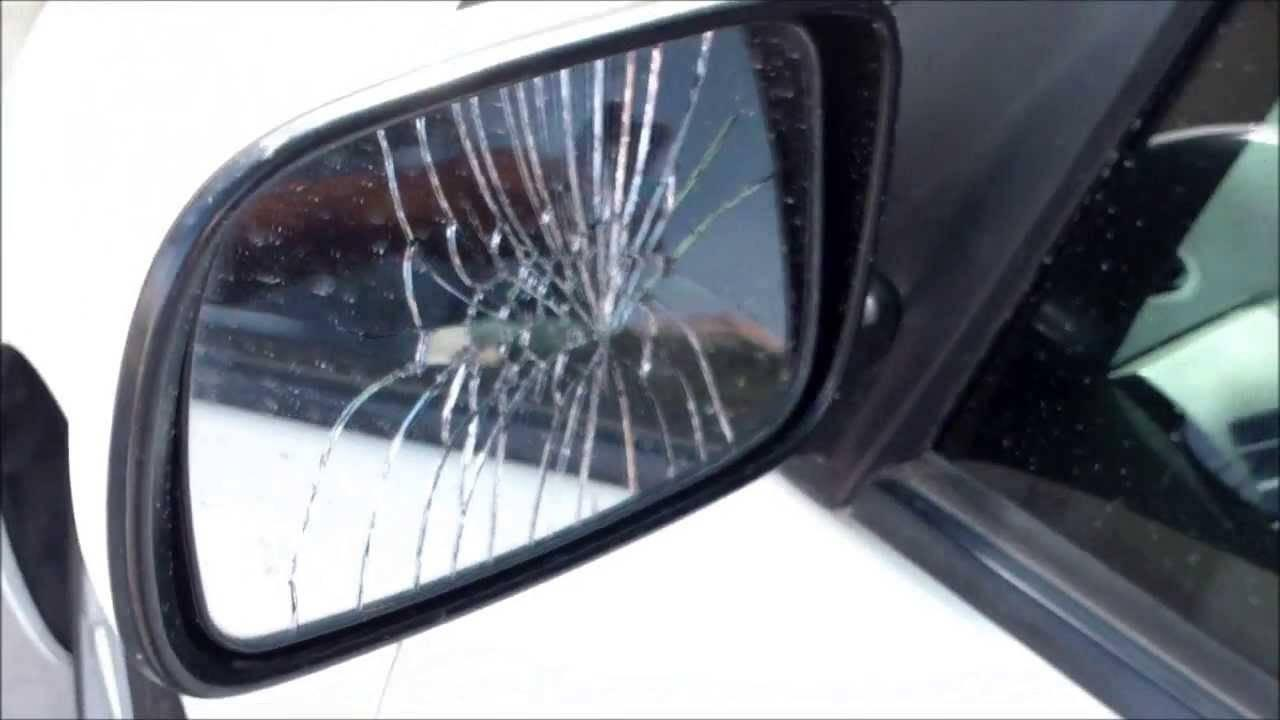 Tenta la 'truffa dello specchietto', ma arriva la volante e lo arresta