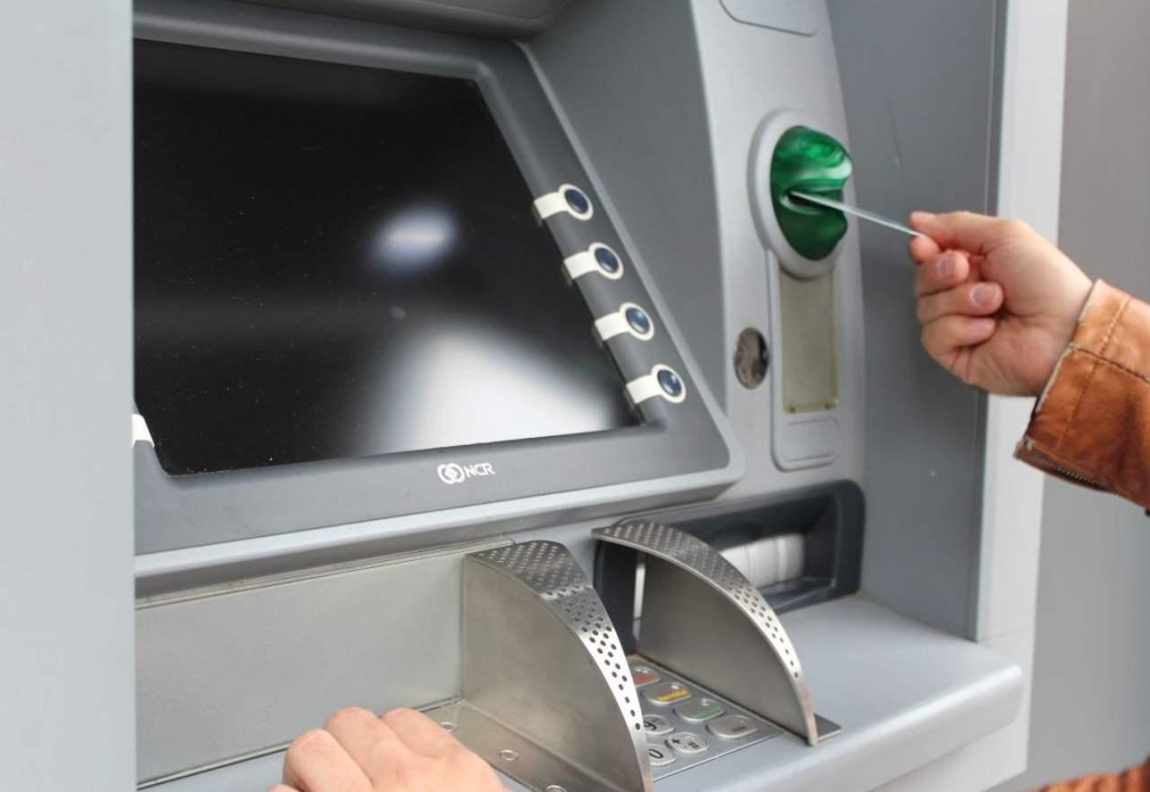 Bancomat rubato soldi