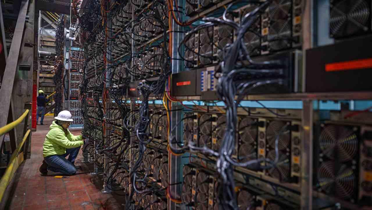 Bitcoin: l'impatto ambientale della criptovaluta, quanto consuma
