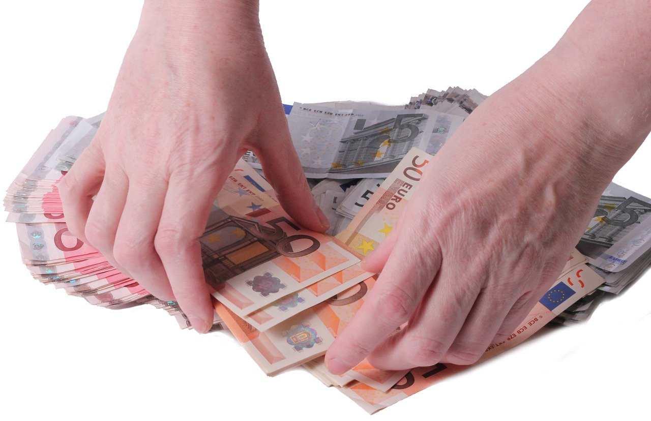 Reddito di cittadinanza: non lo spendi? L'Inps si riprende i soldi