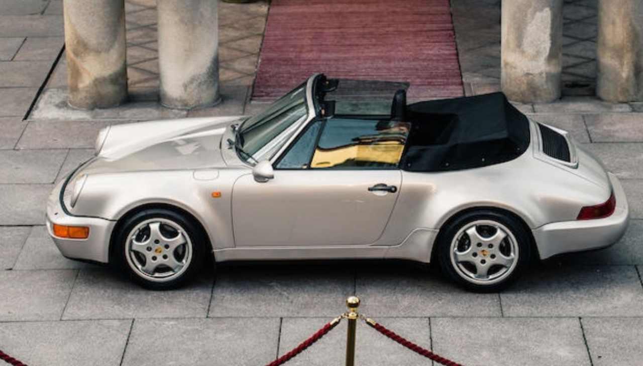 La famosa Porsche 911 di Maradona venduta all'asta per 483.000 euro
