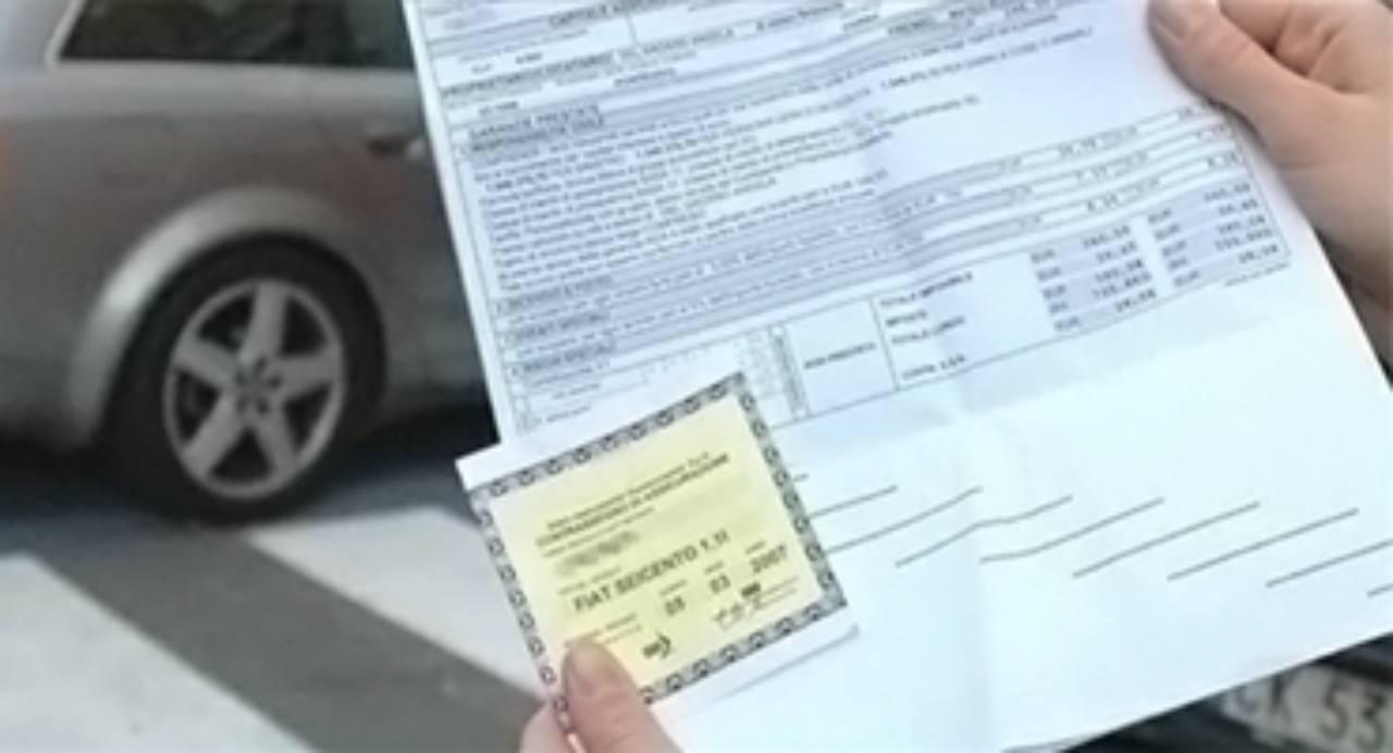 Risparmiare fino a 300 euro sull'Rc auto: si può, con delle semplici mosse