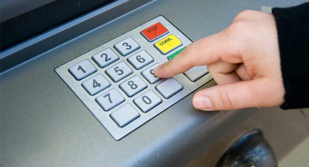 Versamenti presso l'ATM bancomat: quando la banca può indagare