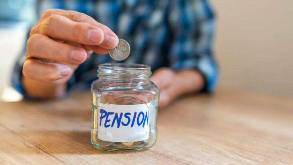 Chi può andare in pensione a 61 anni, spedendo la domanda entro maggio