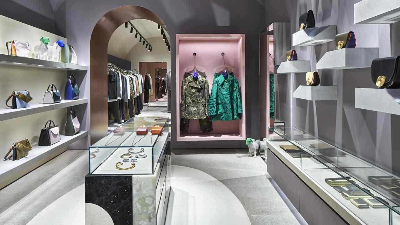 Ladri al Flagship Store di Roma, il titolare: