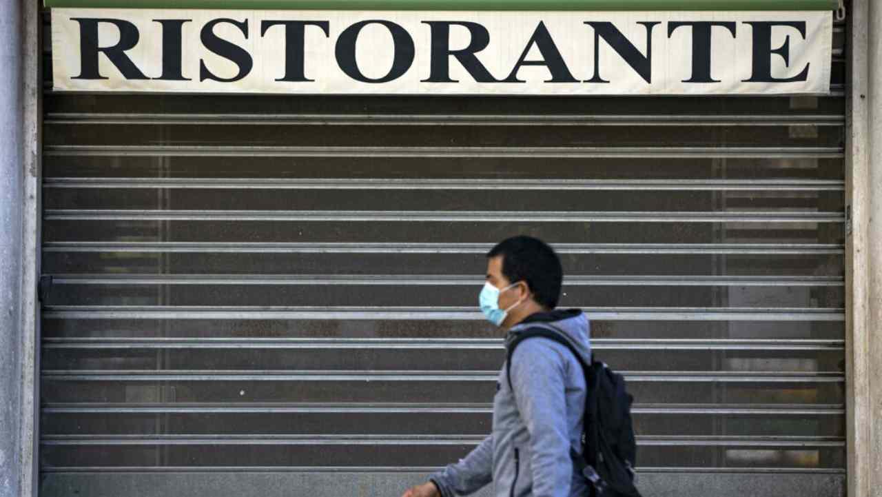 Ristoranti ancora chiusi: le multinazionali ne fanno un sol boccone
