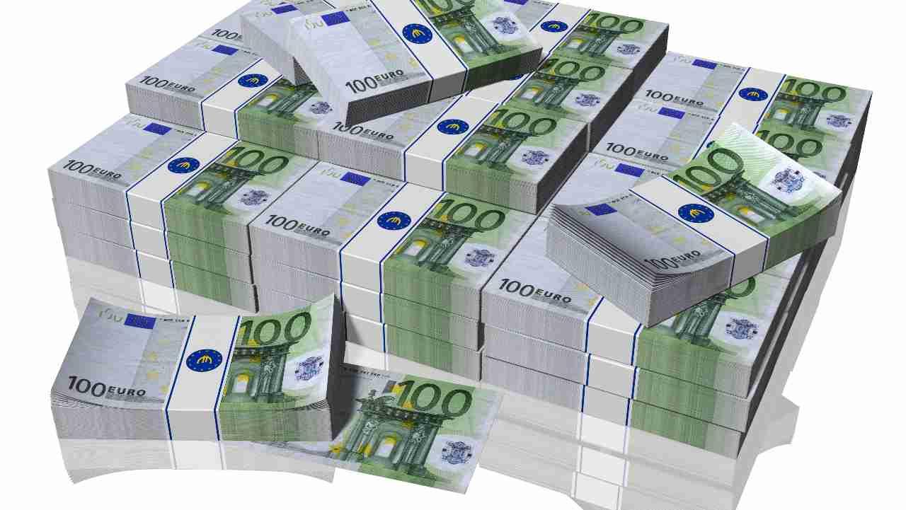 Fa beneficenza e si ritrova in casa 1 milione di euro