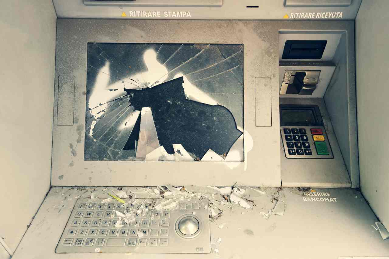 Bancomat furto
