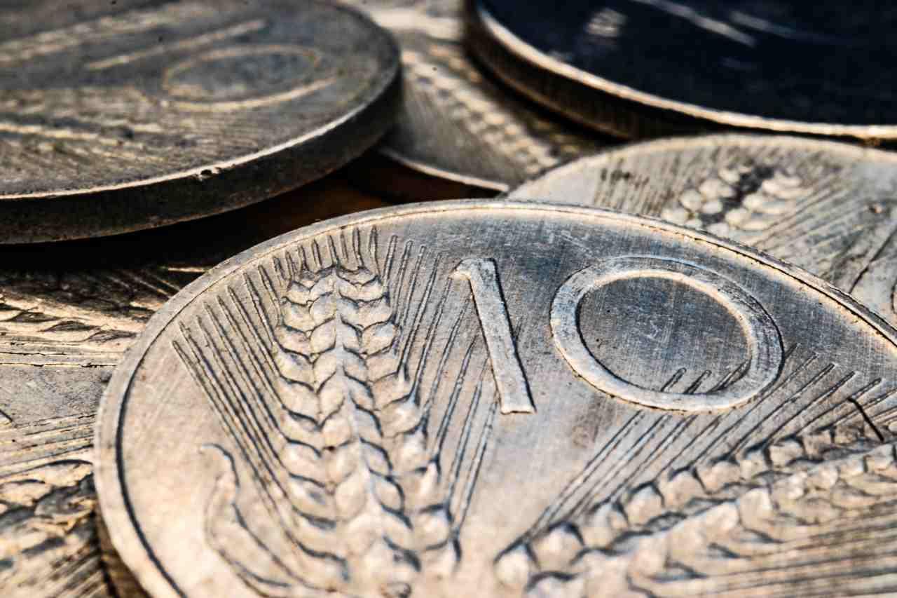 Truffa vecchie banconote e monete