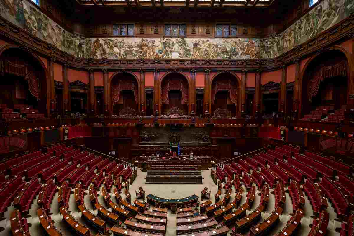 Politici Parlamento guadagni